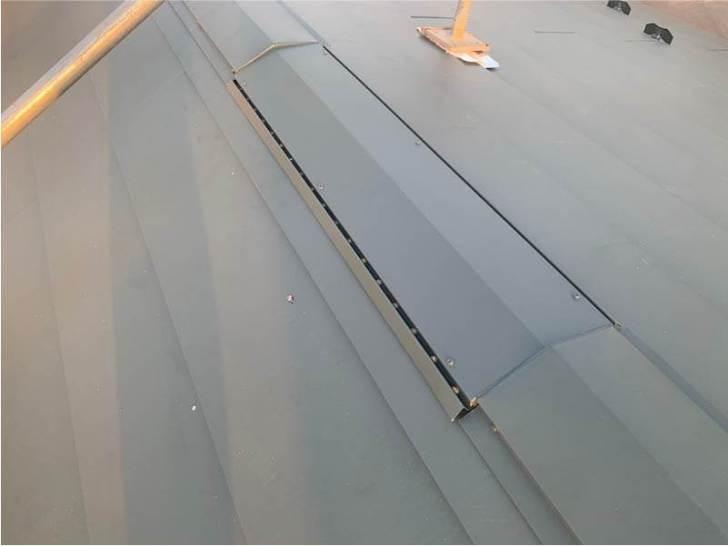 杉並区の屋根葺き替え工事の屋根材の設置