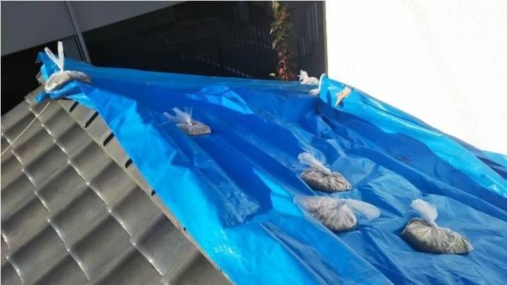 習志野市の屋根の葺き直し工事のブルーシートの応急処置