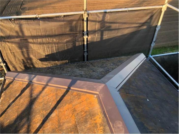 野田市の屋根修理の棟板金の取り付け