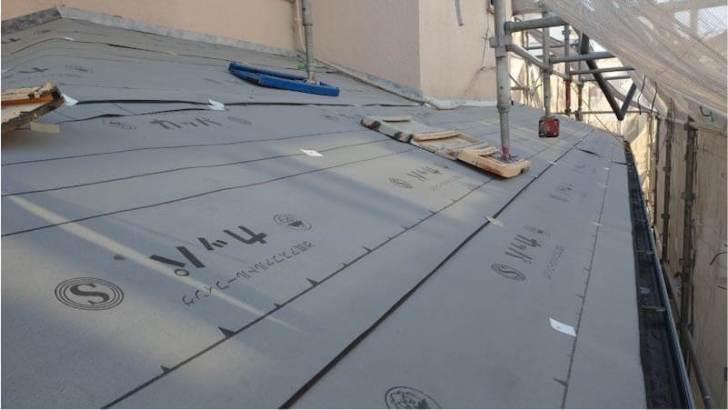 流山市の屋根リフォームのルーフィングの施工