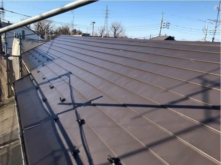 練馬区の屋根リフォームのガルバリウム鋼板の施工