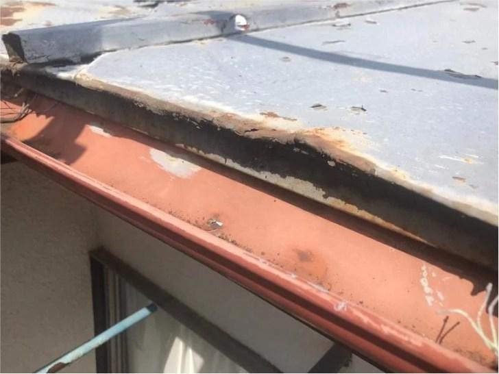 新座市の屋根葺き替え工事の施工前の様子