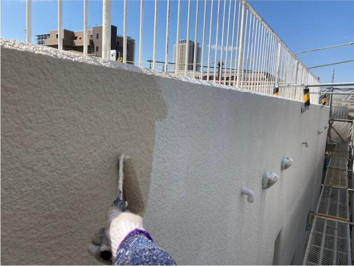 市川市の外壁塗装の中塗り
