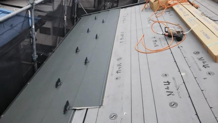 相模原市の屋根リフォームの屋根材の設置