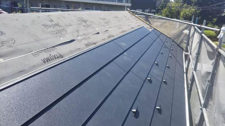 船橋市の屋根リフォームの屋根材の設置