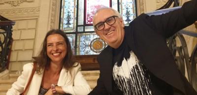 Yanet Acosta y Xabi Gutiérrez hablando de novela negra y gastronomía en Bilbao