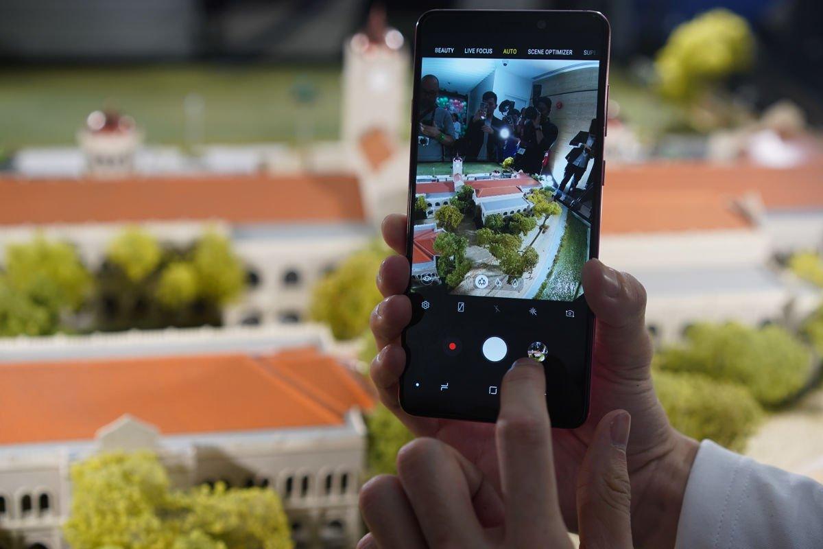 Samsung Perkenalkan Galaxy A9 Smartphone Pertama Dengan 4 Kamera Di