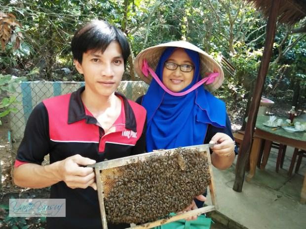 Vietnam,Day 2 , Lebah dan Madu