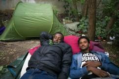 Ahmed Ibrahim, à gauche, a 25 ans. Asharof, à droite, a 17 ans. Ils sont arrivés depuis 16 jours en France. Ils n'ont pas de documents.