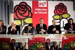 16 mars 2015, Montpellier (Hérault). Gabrielle Henry (PS) (à d.) est la candidate du binôme Mickael Delafosse(PS) (4 ème en partant de la gauche). Elle est issue de la société civile. C'est sa première campagne électorale. Elle a milité pendant des années pour l'accessibilité des handicapés. Elle est elle-même handicapée. De gauche à droite : Christian Assaf, député, André Vézhinet, président du département de l'Hérault, Benoit Hamont, député, Mickael Delafosse, candidat, le médiateur, Gabrielle Henry, candidate.