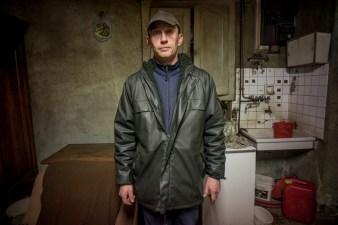 Philippe est agriculteur. Il denonce ses conditions de vie.C est le fils de Mauricette et lui aussi a commece le travail a 14 ans.Il veut autre chose pour ses filles.Il estime avoir perdu sa vie dans ce qu il appelle un forme d'esclavagisme moderne.Il declare qu il gagne moins que le smic.