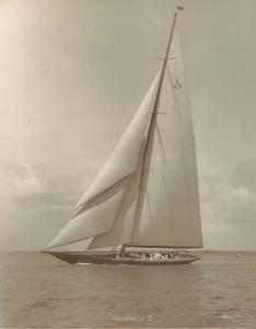 beken_of_cowes_frank__son_keith-sir_thomas_liptons_yacht_shamrock_v~OM251300~10157_20030729_1257_86