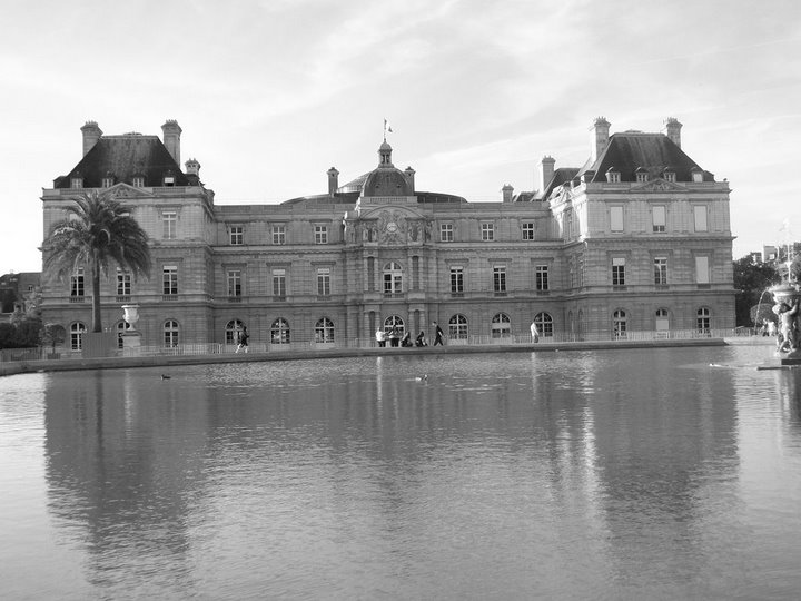 A shot of the main building and the pond in the Luxembourg Gardens. A healing salve for the weary.