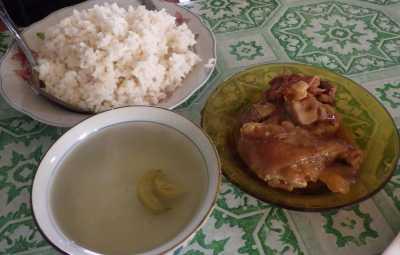 マダガスカルの豚足定食