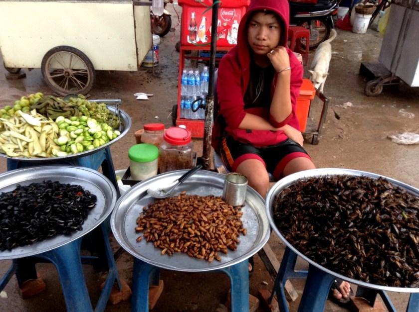 カンボジアの昆虫食
