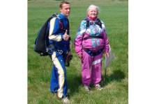 Прыжок с парашютом - подарок на 80-летний юбилей