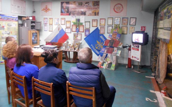 Сотрудники УСТЦ на промотре трансляции ретро парада на Красной площади