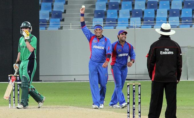 a joking hamid hasan claims the wicket حمید حسن: ژمنه مې کړې وه چې د شعیب اختر په څېر توپ اچونه به کوم