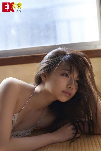 NMB48白間美瑠さん・村瀬紗英さんのセクシー画像