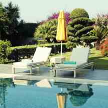 Outdoor Pool Furniture & Seating Ideas