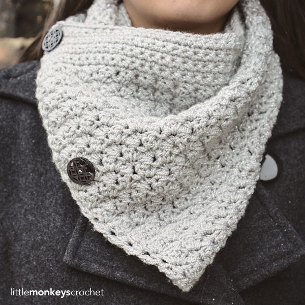 Sparkly Buttoned Cowl (Ad-Free PDF)