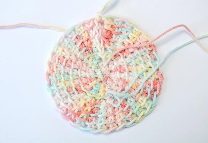 Tunisian crochet face scrubbies - sewing up the gap, going to the left side