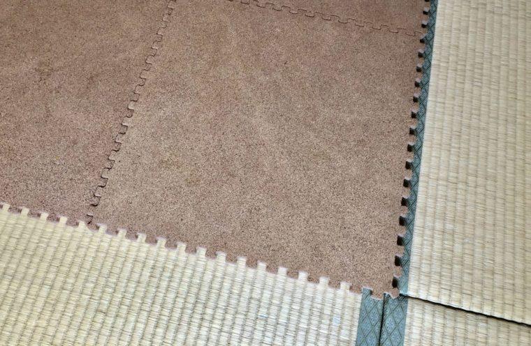 畳の上にコルクマットを敷く方法