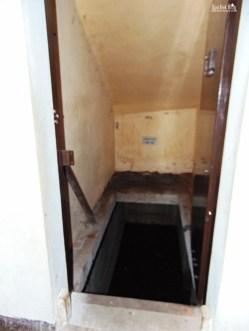 Pintu masuk ruang bawah tanah