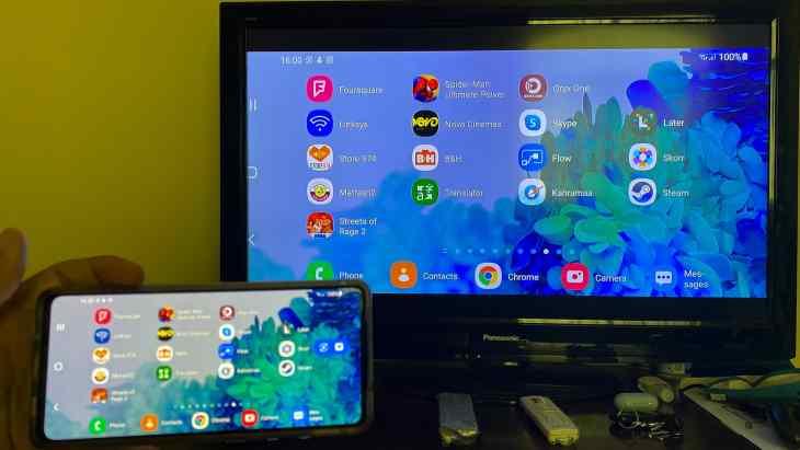 Samsung Galaxy S20 FE mirrored to TV via UGREEN Digital AV Adapter