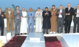 أعضاء مجلس الإرشاد يترحمون على روح الإمام بمقبرة الشهداء