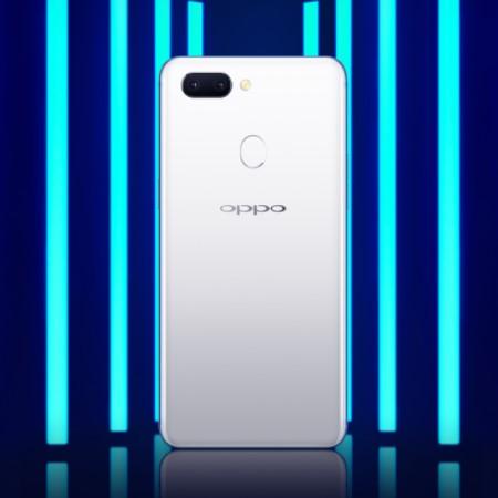 OPPO R15のホワイトカラー
