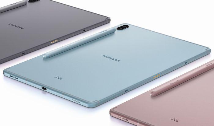 Sペンを「Samsung Galaxy Tab S6」の背面に貼り付け