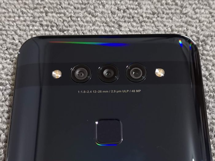 背面のトリプルカメラ