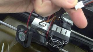 3Dプリンター Makerbot Replicator 2Xの冷却ファン交換