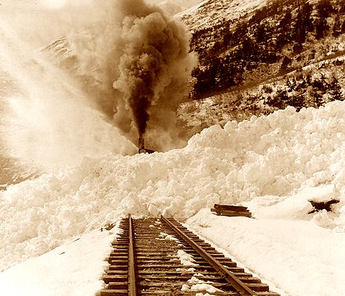 лавина поезд