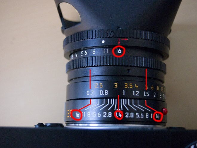 distance marker on the lens top for zone focusing
