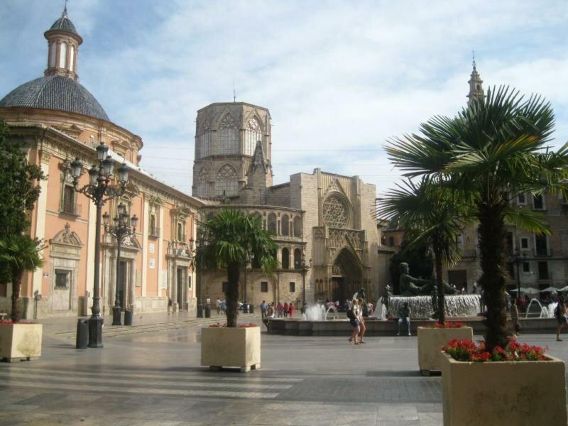 Pla?a de la Mare de D?u – центр старого города