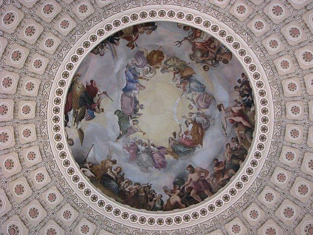 Купол изнутри. А вы найдете Джорджа Вашингтона?