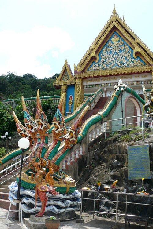 Наг, охраняющий вход в Ват, Тайланд