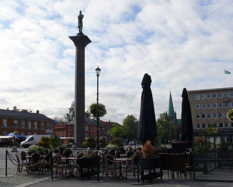 Колонна со статуей Олафа II на главной площади Тронхейма