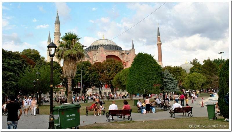 Площадь Султанахмед. Вид на Айя Софью. Стамбул