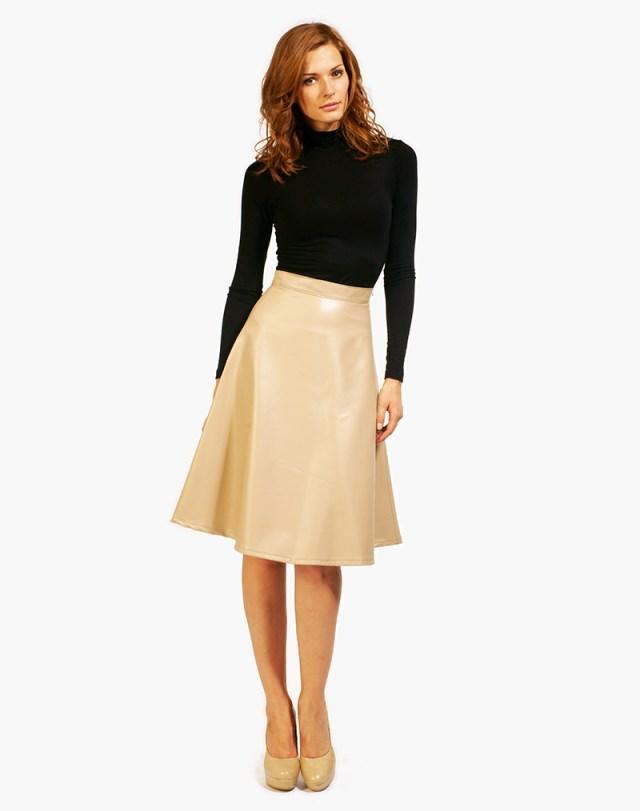 Светлая юбка полусолнце с водолазкой – фото новинка сезона
