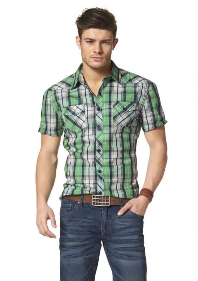Зеленая мужская клетчатая рубашка с джинсами – фото новинка сезона