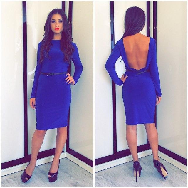 Синее короткое платье с открытой спиной – фото новинка сезона