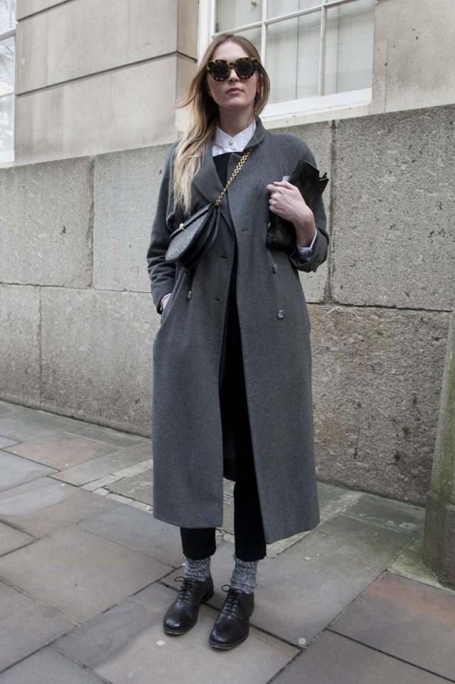 Серое длинное женское пальто – фото новинка сезона