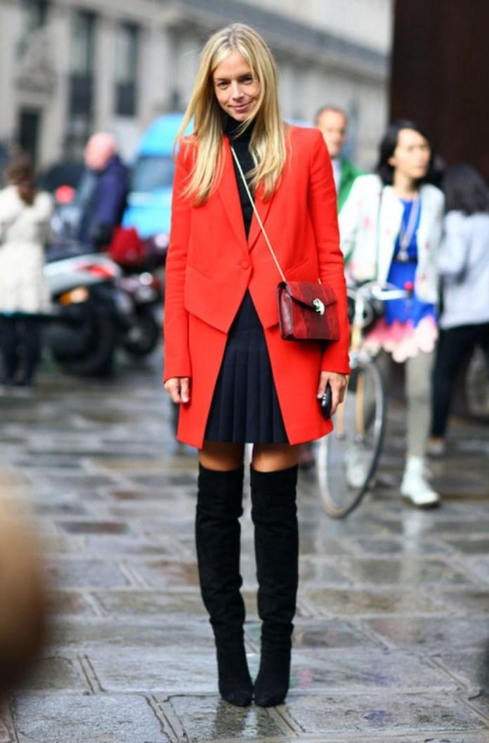 Красное модное женское пальто – фото новинки сезона