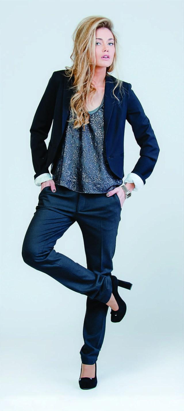 Синий модный женский пиджак с брюками