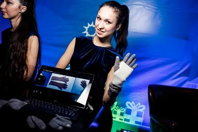 Вика Газинская выпустила лимитированную коллекцию  «умных» перчаток для touch-screen