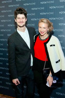 Презентация YotaPhone - первого в мире смартфона с двумя экранами