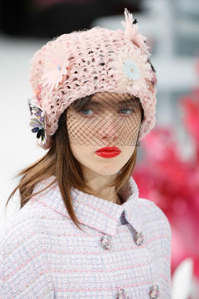 Модная шапка с вуалью - с чем носить?